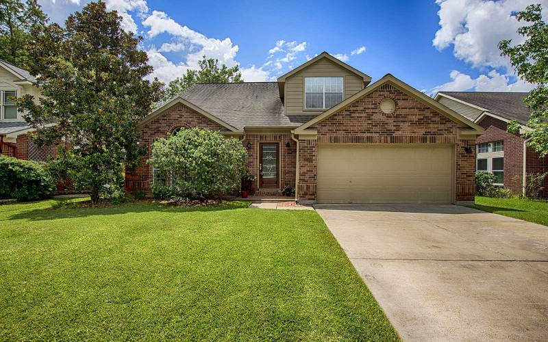 Beautiful 2 story 4bd 2 1ba home for sale in houston the for Beautiful homes in houston