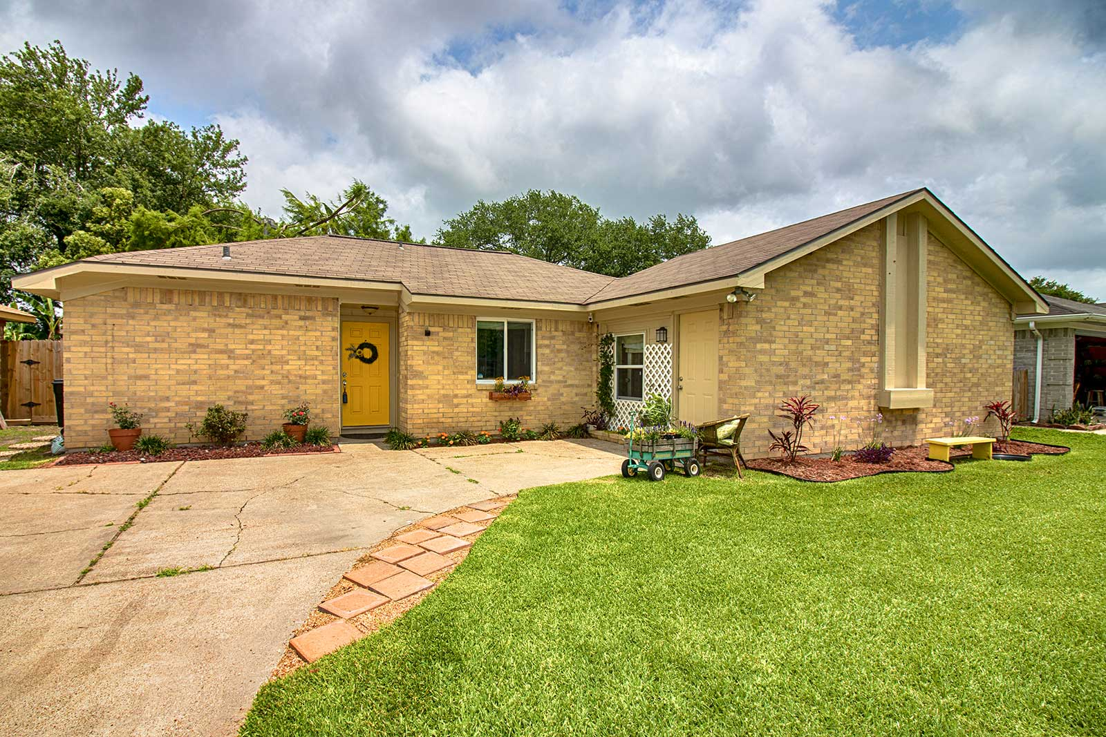 Stunning 2 Story 4bd 2 1ba Home For Sale In Pearland 187 The